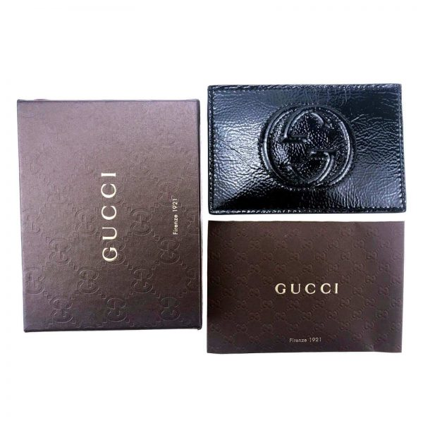 Authentic, New, and Unused Gucci Textured Patent Soho Envelope Card Case Wallet Black 337945 top view with gucci box